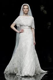 abito da sposa con pizzo a cappa - Daniele Panareo Fotografo matrimoni a Lecce