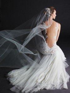 abito da sposa fiorito con scollo profondo - Daniele Panareo fotografo Matrimonio Lecce