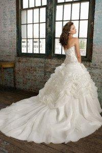 vestito da sposa con strascico tondeggiante - Daniele Panareo Fotografo matrimoni a Lecce