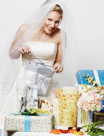 la sposa e la lista nozze -Daniele Panareo Fotografo matrimonio a Lecce