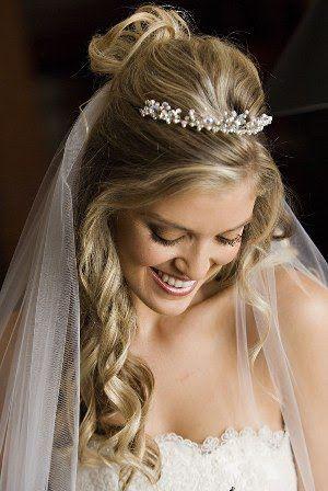Acconciatura sposa capelli sciolti con coroncina - Daniele Panareo Fotografo matrimonialista Lecce
