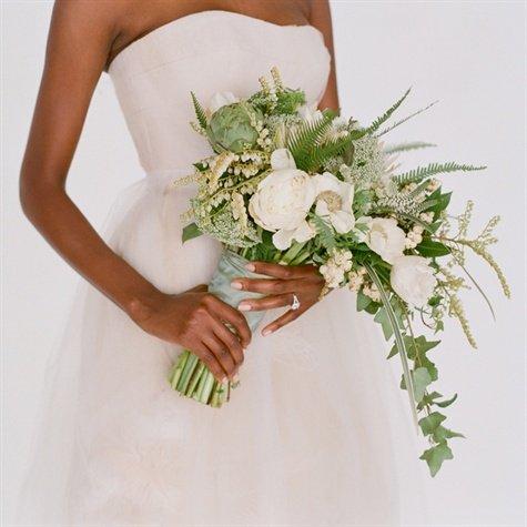 il bouquet sposa come va portato ad altezza vita - Daniele Panareo fotografo di matrimoni a Lecce e provincia