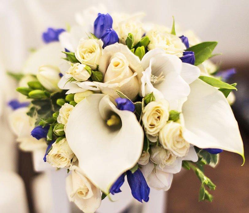 il bouquet sposa qualcosa di blu - Daniele Panareo fotografo di matrimoni a Lecce e provincia