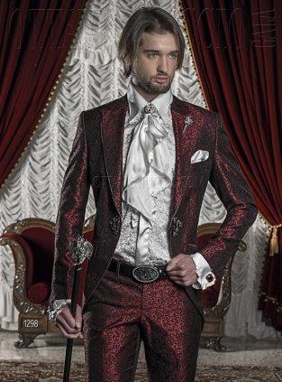 abito sposo eccentrico rosso sfumato - Daniele Panareo fotografo di matrimoni a Lecce