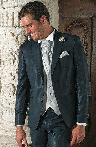 abito sposo formale verde - Daniele Panareo fotografo di matrimoni a Lecce