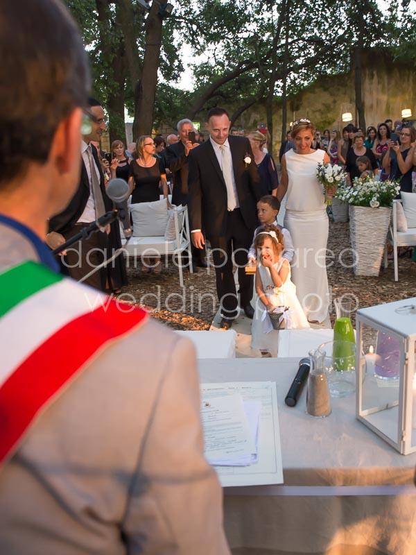 foto di nozze con il celebrante a Tenuta tresca - Daniele Panareo Fotografo Matrimonio Lecce-3484
