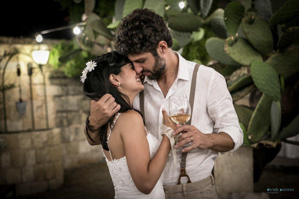 Masseria San lorenzo sulla Lecce-Frigole bacio nel cortile interno